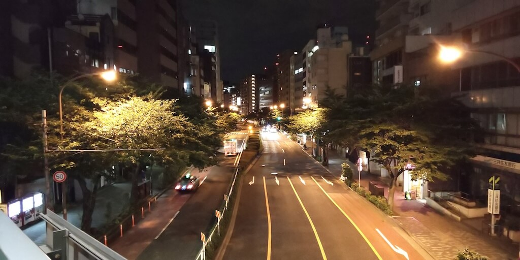 aquos r2 カメラ 暗所撮影