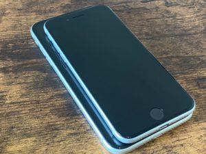 iPhone SE(第2世代) iPhone11 重ねてみた